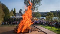 V Praze se nesmí pálit čarodějnice. Za rozdělání ohně hrozí až stotisícová pokuta, platí i zákaz kouření