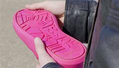 Amsterdam bojuje se znečištěnými ulicemi, ze žvýkaček se budou vyrábět boty