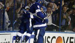 NHL: Palát si připsal dva body u výhry Tampy nad Bostonem, skórovat se podařilo také Hertlovi