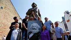 V Trevíru odhalili téměř šestimetrovou sochu Karla Marxe, čínský dar budí rozpaky