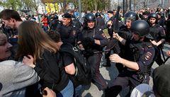 Kozáci rozháněli ruské demonstranty biči. Novinář žádá o svolání rady pro lidská práva