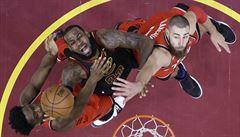 NBA: Neskutečný LeBron. Clevelandu urval v poslední sekundě vedení 3:0, Boston vyhrál v prodloužení
