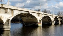 Nebourejte Libeňský most, píší zastupitelům historikové umění