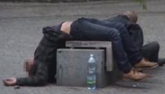 VIDEO: V Praze v parku 'cvičil' opilec gymnasta. Šlo o cizince bez dokladů