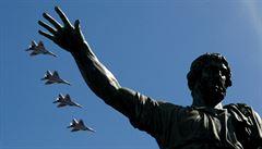 OBRAZEM: Rusové oslavili Den vítězství tradiční přehlídkou na Rudém náměstí