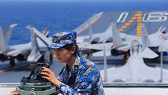 Američané varují i piloty dopravních letadel před útoky laserem blízko čínské základny v Džibuti