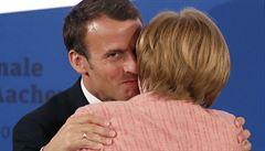 Macron dostal Cenu Karla Velikého. Merkelová ocenila jeho 'nadšení pro Evropu'