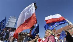 Na protivládním protestu ve Varšavě se sešly desítky tisíc lidí