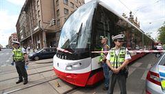 V centru Prahy srazila tramvaj dva lidi, oba zemřeli. Není jasné, zda přecházeli na červenou