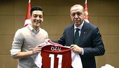 PETRÁČEK: Proč odešel Özil. Smí reprezentant Německa fandit Erdoganovi?