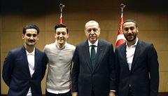 Dostal od nás všechno. Němcem ale být nechce, myslí si o Özilovi protiimigrační AfD