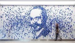 Složitá matematika i delikátní práce. Karlínskou budovu zdobí skleněné bubliny z Lasvitu