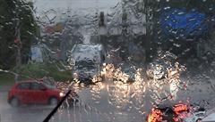 V Česku padla na dvou místech rekordní teplota, dorazily ale také bouřky