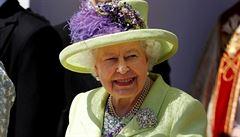 'Světlo a život jsou větší.' Alžběta II. povzbudila Brity, milovnice psů a dostihů oslaví narozeniny bez kanonády