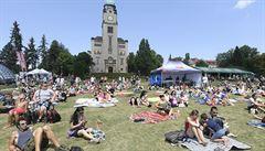 Do pražských Bohnic zamířily na festival Mezi ploty tisíce lidí