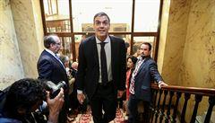 Španělští poslanci poprvé v historii vyslovili nedůvěru vládě. Rajoye vystřídá Sánchez