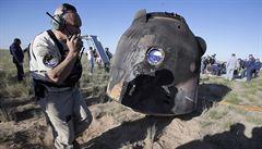 V Kazachstánu přistál modul se třemi kosmonauty, posádka se vrátila z mise na ISS