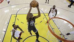Golden State porazili díky Curryho trojkám Cleveland i podruhé