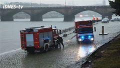 Bouřky zaměstnaly hasiče, v Praze utonula mladá žena