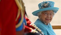Královna Alžběta II. oslavila 92. narozeniny vojenskou přehlídkou
