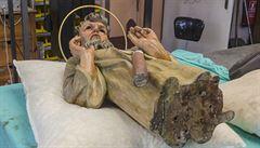 Při opravě orloje objevili sochy a dopis od sochaře Suchardy, tajnou místnost nenašli