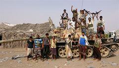 Druhý den bojů o Hudajdá: 39 mrtvých, civilisté prchají na venkov