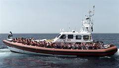 Se stovkami migrantů z lodi Aquarius pomůže Španělsku Francie. Itálie a Malta je odmítly