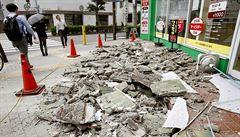 Zemětřesení v Japonsku má tři obětí, víc jak 200 dalších lidí bylo zraněno