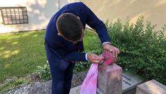 Poničení pomníčku rudoarmějců šetří policie. Ruská ambasáda děkuje Ovčáčkovi za 'osobní zásah'