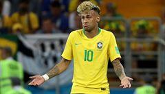 VIDEO: Brečící Brazilci. I přes videorozhodčího si stěžují: 'Ten gól Švýcarů neměl platit'