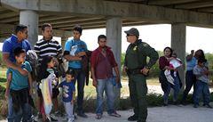 Americké úřady odmítají odpovědnost za rozdělování rodin. Na hranicích s Mexikem odebraly téměř 2000 dětí