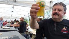 Horký máj, pro pivovary ráj. Letošní pivní sezona je rekordní, i přes zákaz kouření
