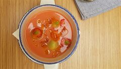 Jahody a rajčata v polévce? Vyzkoušejte recept šéfkuchaře