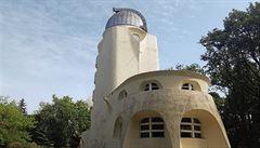 Einsteinova věž v Postupimi. Dynamické formy a expresionismus v architektuře