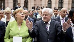 Seehofer bude jednat s Merkelovou o budoucnosti vládní koalice, CSU nabídl svou rezignaci