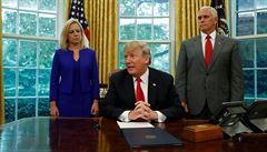 Děti už imigrantům v USA odebírány nebudou, Trump novým dekretem zrušil kritizované nařízení