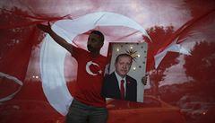 Erdogan obhájil mandát, opozice výsledky odmítá. V Turecku skončil parlamentní systém