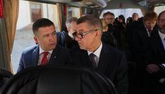 Hamáček se stal místo Brabce prvním místopředsedou vlády, není jasné, jak dlouho bude 'sedět na dvou židlích'