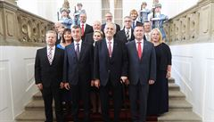 České deníky zdůrazňují vliv KSČM a prezidenta na nově jmenovanou vládu