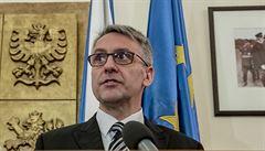 'Hledáme ministra, vysoká škola nevýhodou.' Opozice si utahuje z Metnarovy diplomové práce