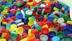 Výkupní cena plastových víček je téměř na nule, sběratelská mánie však Čechy pořád nepřešla