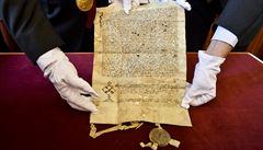 'Zřiďte,' svolil papež roku 1347. Karlova univerzita koupila poklad z doby před svým založením