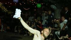 Kolář se opil na filmovém festivalu. Ukazoval prostředníčky a obtěžoval modelky