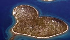 Chorvaté chtěli podpořit fotbalisty na MS, místo toho zapálili 'ostrov lásky'