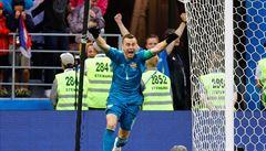 Maladci, maladci! radovali se ruští fotbalisté v kabině. Jen trenér neslavil