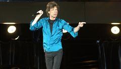 Mick Jagger se prý dvořil Jolie, dal jí náušnice s diamanty