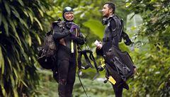 'Buďte v klidu, mami a tati.' Potápěči vynesli z thajské jeskyně dopisy od chlapců a trenéra