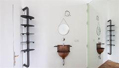 Jak bydlí designéři: Pavlač, magnetická klika a kořenicové skříně. To je byt výtvarné umělkyně