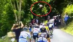 VIDEO: Šílený freerider na Tour de France. Cyklisty přeskakoval v lese během etapy