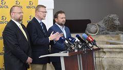 SENÁTNÍ SOUBOJ: Ustupuje Bělobrádek z politického vrcholu? Policejního exprezidenta Červíčka vyzve v boji o Senát